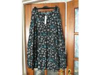 Ladies smart skirt. M&S. Size 14. Per Una. Waist 32 & length 32 inches.