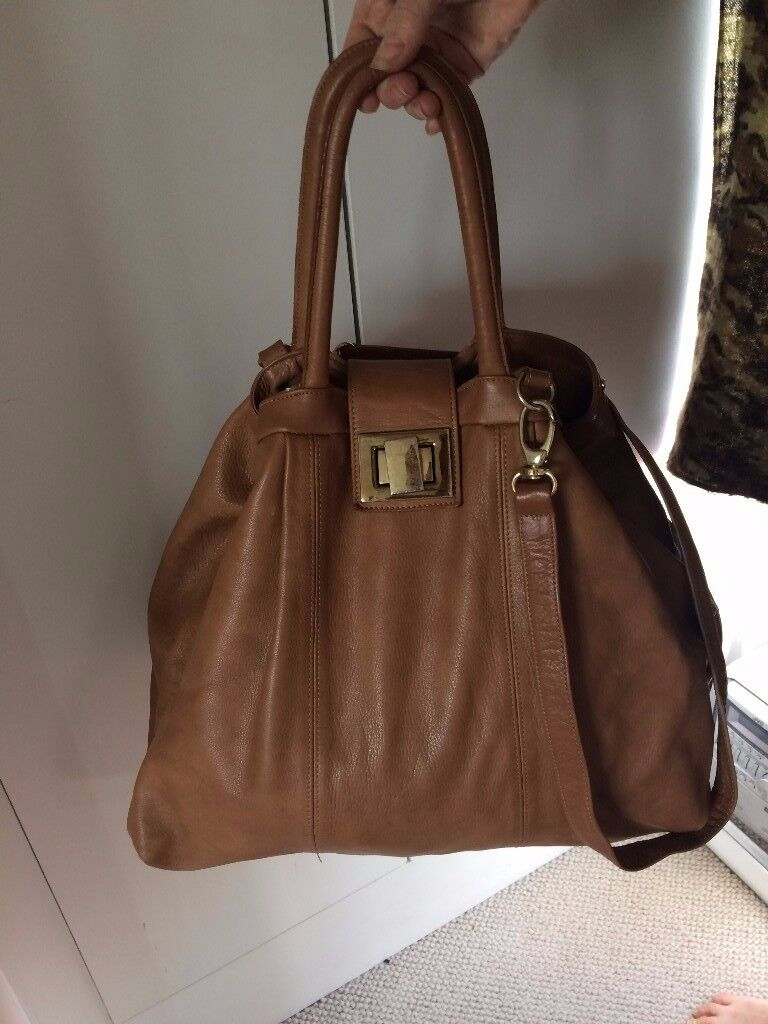 Russell & Bromley camel leather handbag / used only 3-4 times