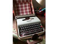Olivetti Lettera 22 typewriter 60s vintage retro collectible plus accessories