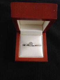 White gold cluster diamond ring