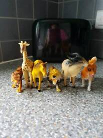 6 TOY ANIMALS