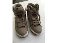 Geox girl shoes size 28. New.
