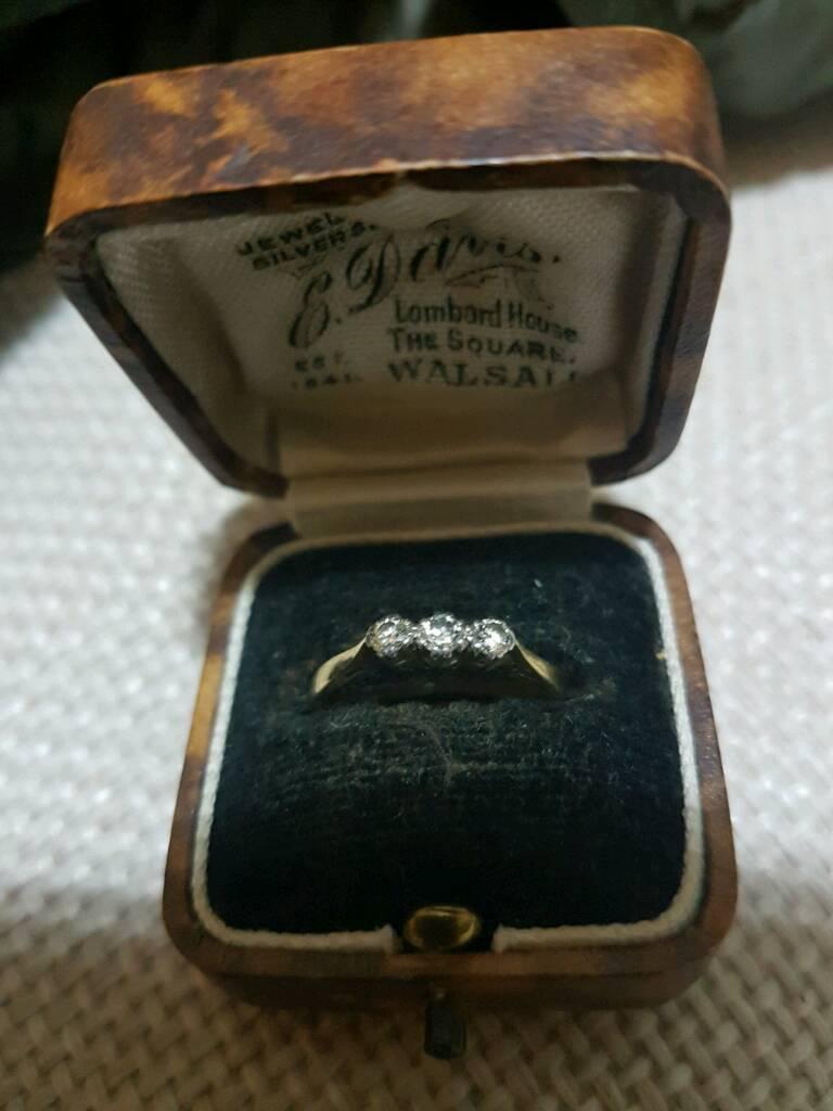 Vintage Trilogy Diamond (0.3ct) 18ct Gold Ring.