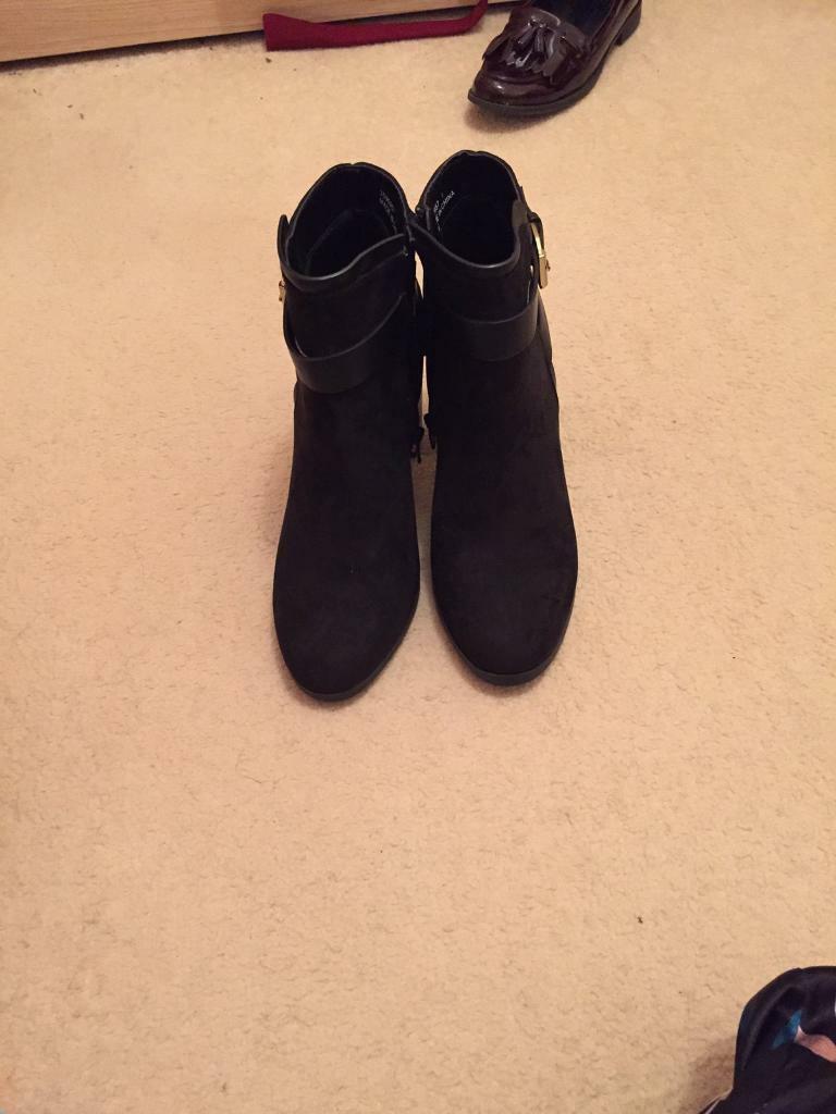 e7c83ff7d52 Black boots