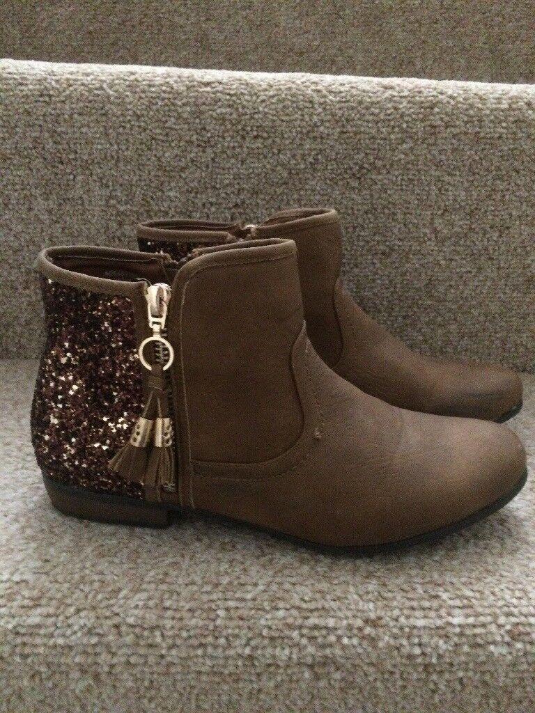 Glitzy boots - Size 4