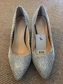 NEW heels size 7