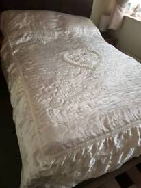 SILKY DOUBLE BED COVER
