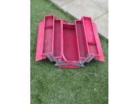 Canterlever metal tool box