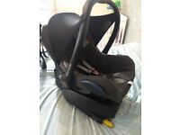 Maxi Cosi car cabriofix infant car seat and isofix base