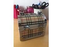 Small cosmetics box