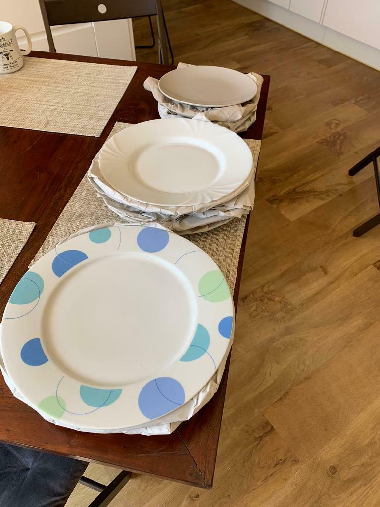 11 plates (7 large, 4 small)