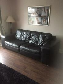 Leather sofa & matching 2 armchairs