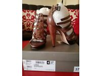 Pied A Terre brown leather sandal size 4