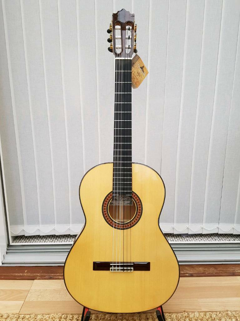 Spanish Flamenco Guitar Paco Castillo 215F all solid woods + Guitar Case