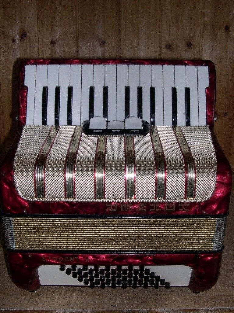 Hohner Student V, 2 Voice (MM), 48 Bass, Piano Accordion.