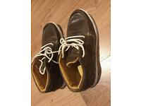 Men's casual shoes, almost new condition, size 6