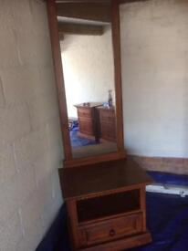 Wooden bedroom mirror unit