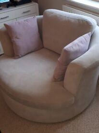 DFS LARGE SWIVEL CHAIR