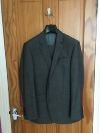 TM Lewin Tailored Grey Suit (Slim Fit, Small, Excellent Condition)