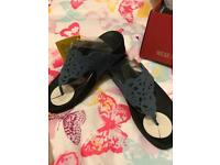 fit flops, size 6, blue suede leather