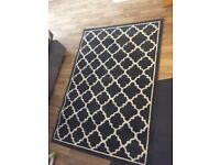 Graphite and cream trellis rug