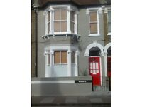 LARGE ROOM,ALL BILLS INCLUDED,FULLY FURNISH,GOOD LOCATION,VICTORIAN HOUSE SHARE WITH GARGEN.