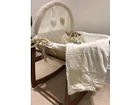 Moses basket / crib with stand and matching blanket