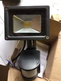 12v security lights with sensors-brand new