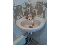 SMALL TOILET SINK