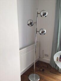 Standing up metallic lamp