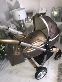 Brand new Hollywood egg pram