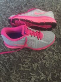 Women's Nike Dual Fusion Running/exercise Trainers Uk size 4/5