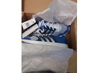 BRAND NEW IN BOX WOMEN'S LIGHT WEIGHT ADIDAS TRAINERS SIZE 5