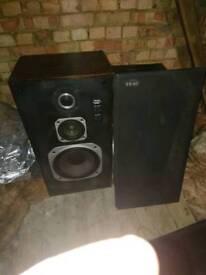 Single large floor speaker
