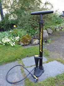 Joeblow Max foot pump. Topeak. Nearly new.