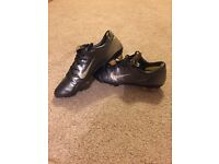 Mercurial Vapor III FG size 10 black and gold