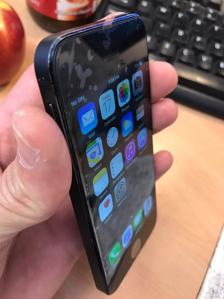 iPhone 5 blackwhite 16gb 4G factory unlocked excellent conditionin Stoke on Trent, StaffordshireGumtree - iPhone 5 black & white 16gb 4G factory unlocked excellent condition. Comes with plug data cable. £100 each Sold with shop receipt and warranty