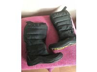 North Face snow boots - ladies size 6