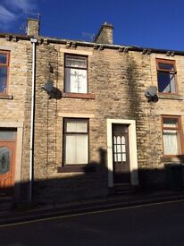 2 Bed Terrace House For Rent with backyard, Burnley Road, Weir, £325.00 per month (£75 per week)