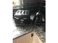 Black toaster and kettle DeLonghi