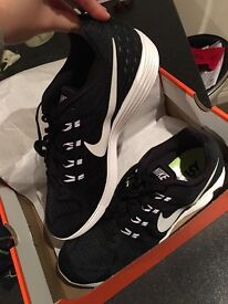 ike Lunartempo 2 Running Shoes. Black and White size 10.5