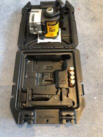 Dewalt 3 cross line laser invert good condition hardly used, comes with bracket and carry case