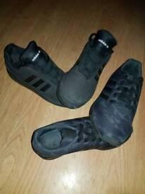 2 pairs of junior trainers