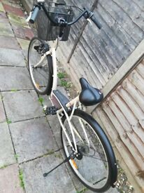 selling almost new ladies bicycle MUST GO!!