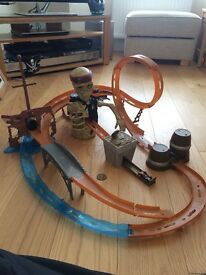 Pirates of the Caribbean Skull Crusher Racing Track with cars DISNEY RACING