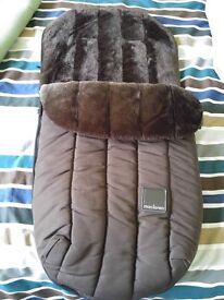 Brand New Maclaren Deluxe faux fur cosytoes