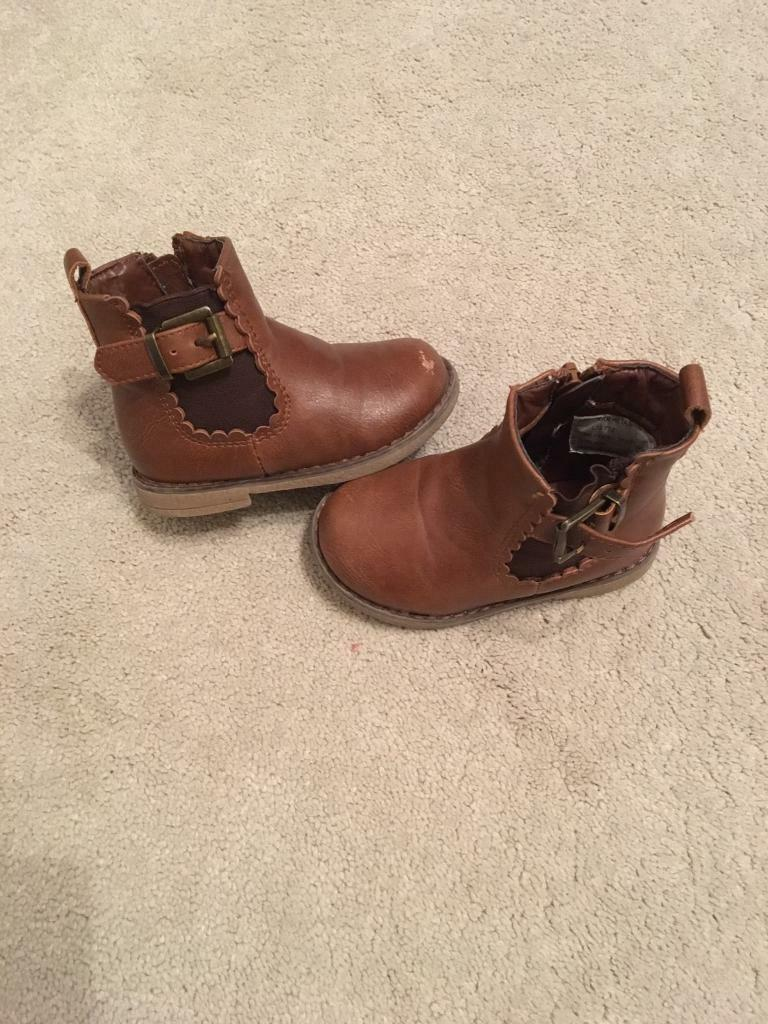 Girls brown boots