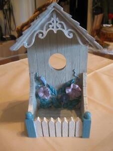 ADORABLE LITTLE VINTAGE GARDEN BIRD FEEDER