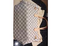 Louis Vuitton white nevergull pm