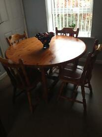 Beautiful Pine Table & 4 Chairs